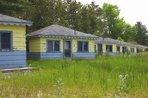 Wasaga Beach Cottages  June 14 166366 Cottages Along A