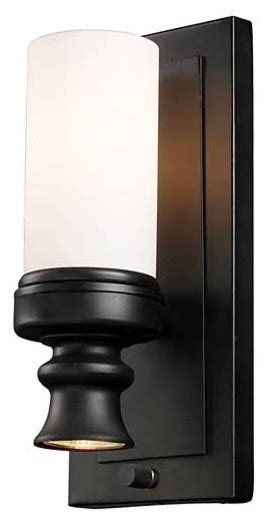 does this light have a built in off switch or wall switch