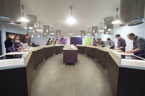 cours cuisine montr饌l cours de cuisine par 28 images cours de cuisine en is 232 re par le chef christophe saporana le livre de cours de cuisine complet etape par