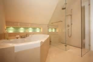 bad mit dachschrge badezimmer in dachschrge home design und möbel ideen