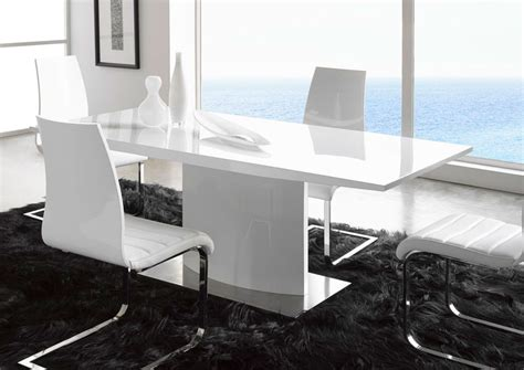 modern white table l extremely contemporary white lacquered dining table with