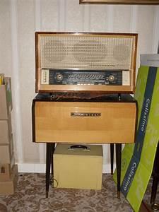 Meuble Pour Tourne Disque : ancienne radio dans son meuble avec le tourne disque ~ Teatrodelosmanantiales.com Idées de Décoration