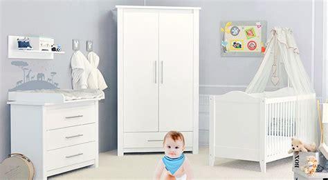 chambre de bébé pas chere chambre bebe pas chere bleu et blanc gris deco neutre