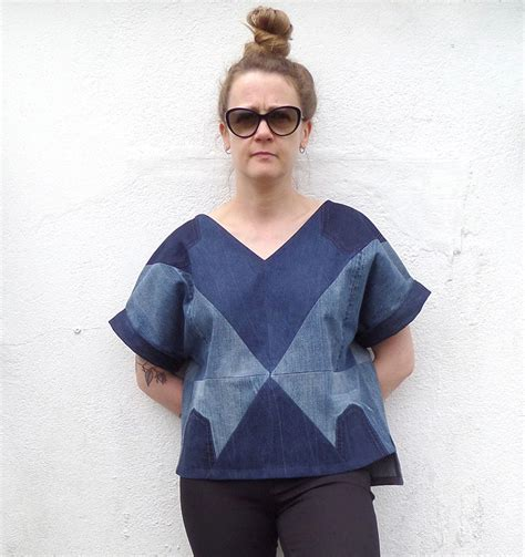 Follow these easy steps to learn how to sew a v neck with bias tape. How to Apply Bias Binding as a Facing to a V-Neck (an ...