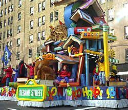 macys thanksgiving day parade sesame street float