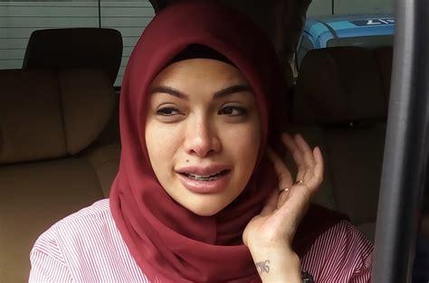 Nikita Mirzani Bantah Hamil Anak Kembar Okezone Celebrity
