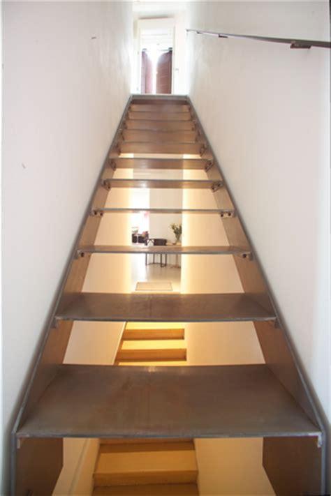 scale metalliche resistenti e a norma con la medesima tecnologia produciamo paratie acqua alta