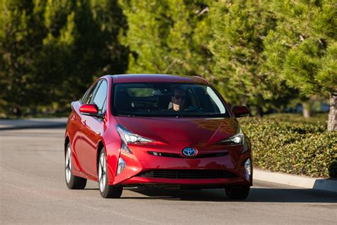 2016 Toyota Prius hybrid gets good IIHS, NHTSA crash ...