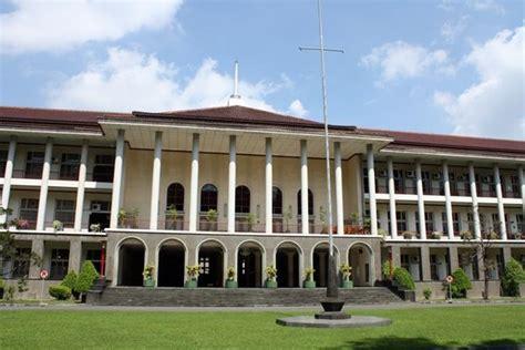 gedung rektorat ugm  yogyakarta indonesia
