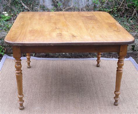 table cuisine chene authentique table ancienne carrée plateau chêne et pieds