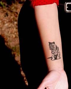 Tattoos Frauen Arm : tiger tattoos frau mit schwarzer hose arm armtattoo trends pinterest tiger tattoo ~ Frokenaadalensverden.com Haus und Dekorationen