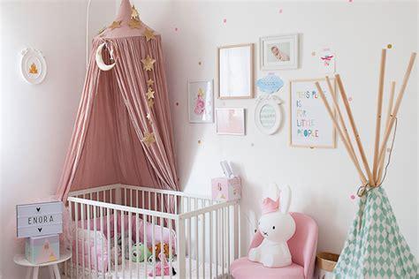 deco de chambre fille chambre bébé à la décoration poudrée bébé et déco