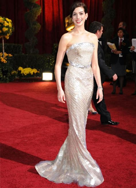 Best Hathaway Hathaway Oscars Best Dresses Of All Time Us Weekly