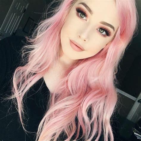 impressionnantes de cheveux rose fonce ou pastel