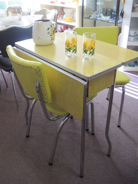 formica table  chairs yellow  cracked ice