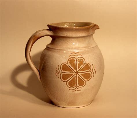 Lielā krūze ar osu - Keramikas darbnīca Virzas