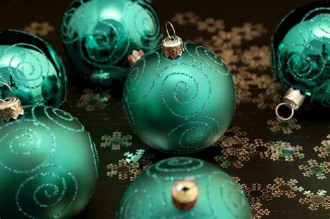 photo  emerald green christmas balls  christmas images