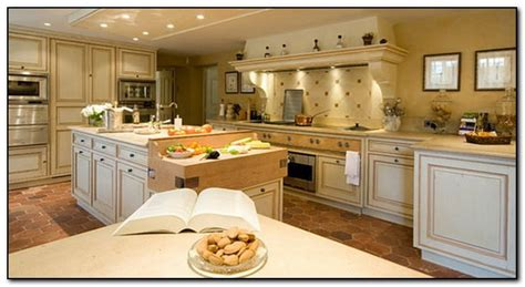kitchen ideas with cherry cabinets how to coordinate paint color with kitchen colors with