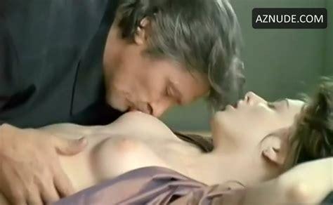 Tonya Kinzinger Breasts Bush Scene In Dancing Machine