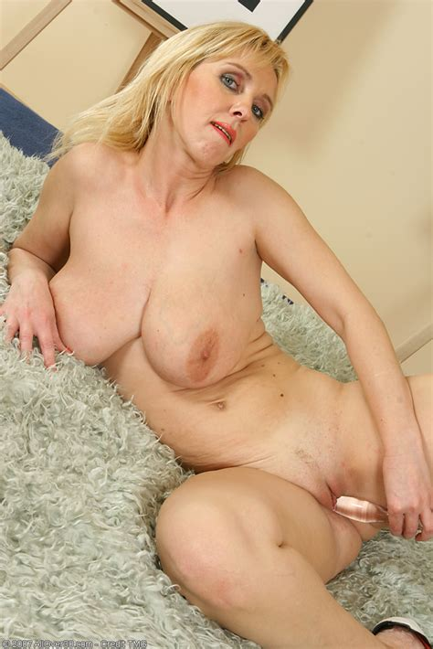 Hot Busty Blonde Milf Plays With Her Tits And Mature Pussy Pichunter