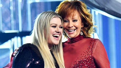 reba mcentire kennedy honors kelly clarkson pays emotional tribute to reba mcentire at