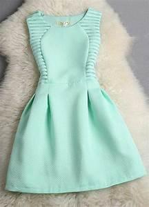 tenue d ado fille robe de chambre fille rose idee deco With chambre bébé design avec robe fleurie hiver