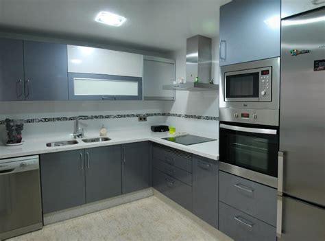 cocina en color gris  blanco cocinas murcia
