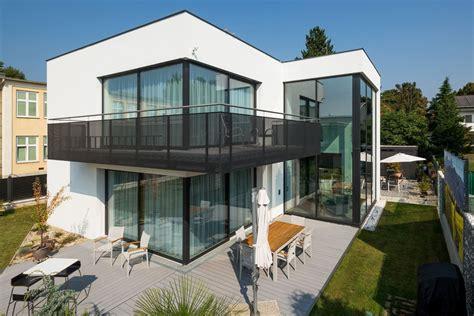 Transparente Solarpaneele Fuer Glasfassaden by Glasfassaden Ein Sch 246 Ner Blickfang Mit Durchblick