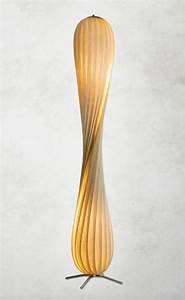 Designer Stehlampen Holz : moderne 145cm hohe stehlampe tr7 von tom rossau ~ Indierocktalk.com Haus und Dekorationen