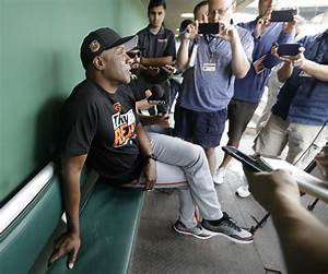Barry Bonds joins Giants at camp to coach minor leaguers ...