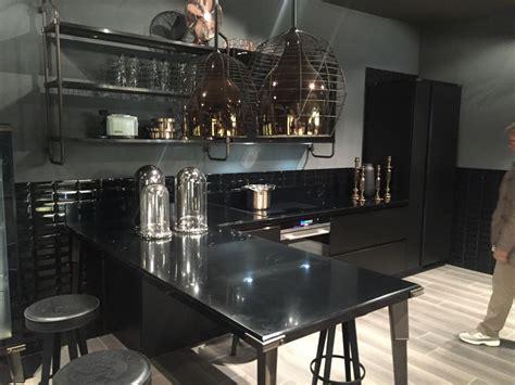 layouts  reveal  advantages    kitchen peninsula