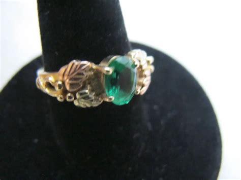 vintage black hills gold green stone ring    karat