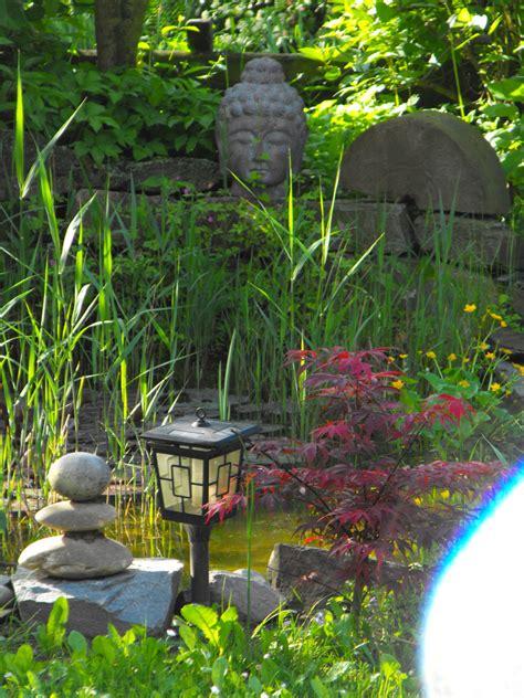 buddha für garten buddha im garten foto bild pflanzen pilze flechten