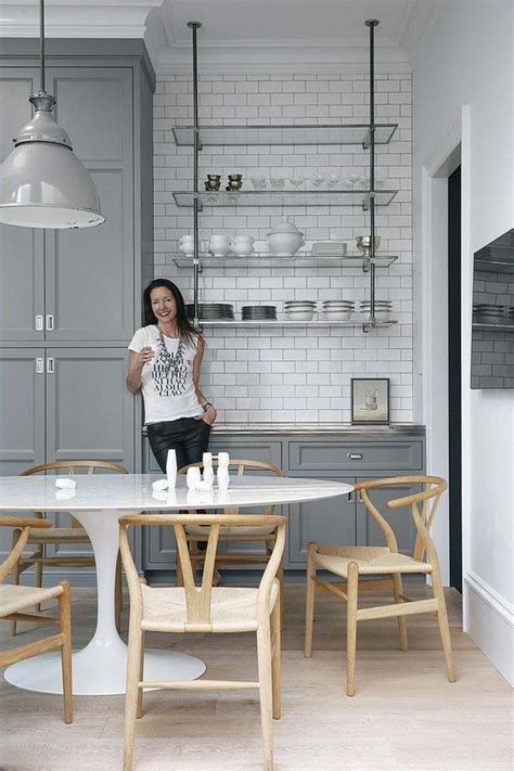 lustres de cuisine idée décoration cuisine avec rangements ouverts