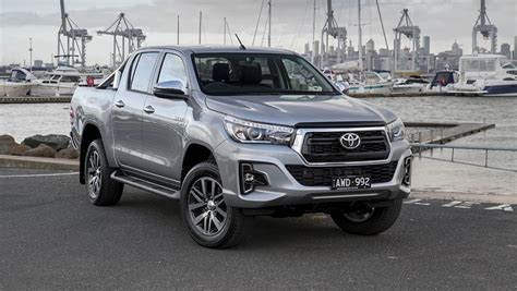 toyota hilux  facelift revealed car news carsguide