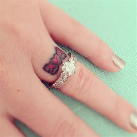 Cute Bow Finger Tattoo Designs And Ideas   dashingamrit