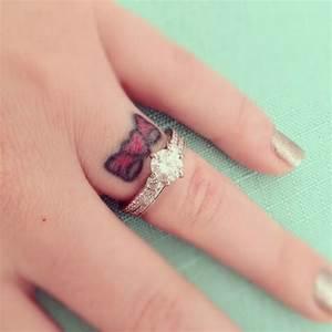 Cute Bow Finger Tattoo Designs And Ideas - dashingamrit