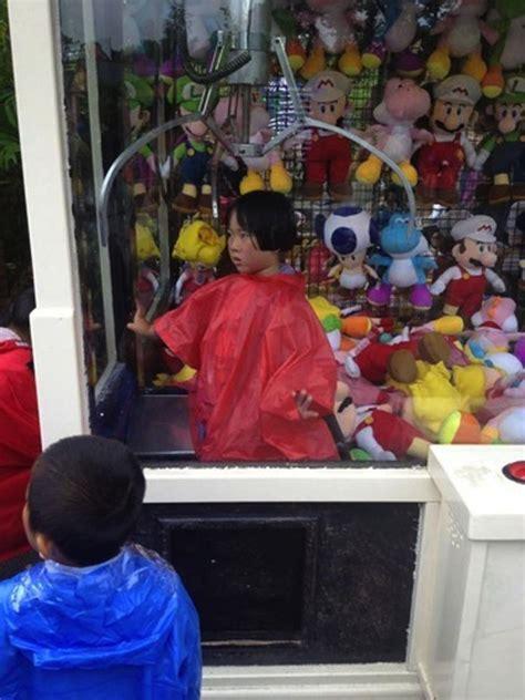 turns   lot  kids  stuck  claw machines