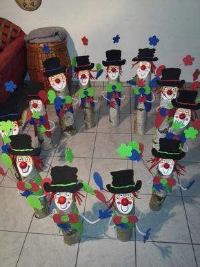 karneval hut befestigen holz baumstamm deko moosgummi karneval clown birkenstamm oben anschr 228 mit acrylfarbe ein