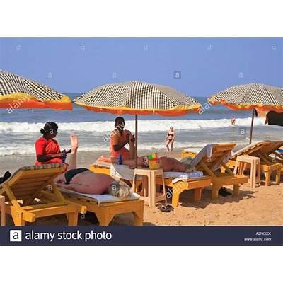 INDIA NORTH GOA WOMEN HAVING A MASSAGE ON CANDOLIM BEACH
