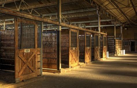 Pferdestall Innen by Horseback Ranch Stables Barns And Facilities