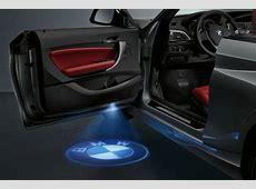 BMW la luce della portiera proietta il logo