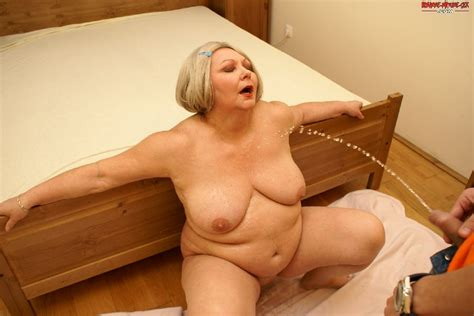This Big Matue Slut Loves A Kinky Sexparty With A Younger Dude