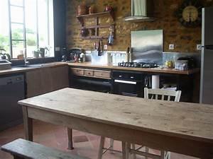 Table De Cuisine En Bois : la grande table en bois photo de la cuisine g te l 39 atelier cow ~ Teatrodelosmanantiales.com Idées de Décoration
