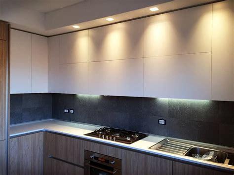 Illuminazione Led Cucina Foto Cucina Con Controsofitto Con A Led Fascione Abk