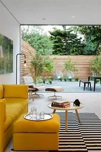 1001 idees de decors avec couleur moutarde des conseils for Tapis jaune avec canapé avec grande assise