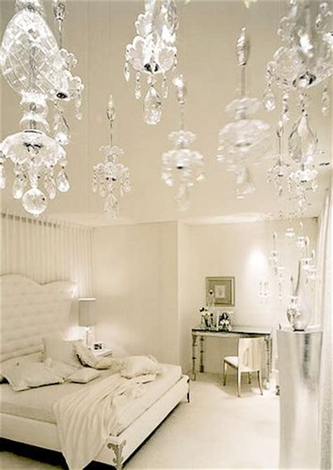 White Bedroom Chandelier by White Bedroom With Chandelier Bedroom Ideas