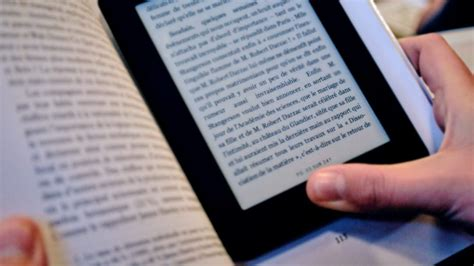 mes 10 raisons de ne pas lire sur une tablette lila sur sa terrasse