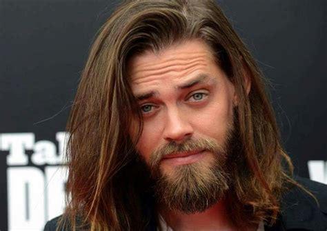 tom payne beard pin by ady vyl on tom payne is my jesus lange haare m 228 nner