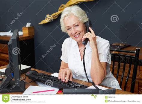 receptionniste de bureau téléphone d 39 computer and de réceptionniste d 39 hôtel